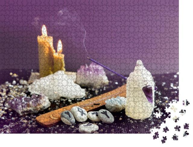 """Puzzle 1000 Teile """"Amethyst-Kristall-Pendel, Runensteine, Bienenwachskerzen, Esoterik"""""""