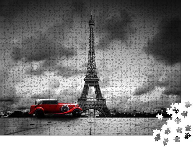 """Puzzle 1000 Teile """"Künstlerisches Bild vom Eiffelturm mit Retro-Auto in Schwarz-Weiß"""""""