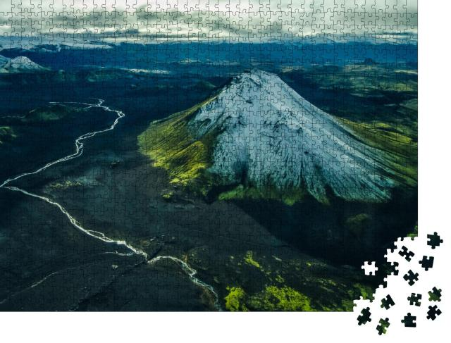 """Puzzle 1000 Teile """"Luftbild eines Flusses in der Nähe eines schneebedeckten Vulkans in Island"""""""