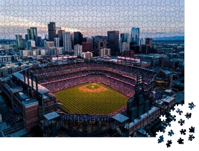 """Puzzle 1000 Teile """"Stadion und Skyline von Denver, Colorado"""""""