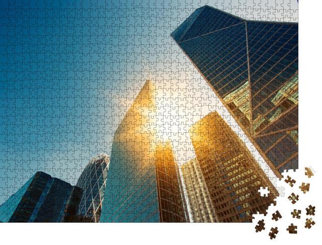 """Puzzle 1000 Teile """"La Defense, Geschäftsviertel in Paris: Wolkenkratzer im Sonnenaufgang"""""""