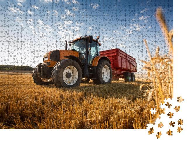 """Puzzle 1000 Teile """"Ein Traktor bei der Ernte"""""""