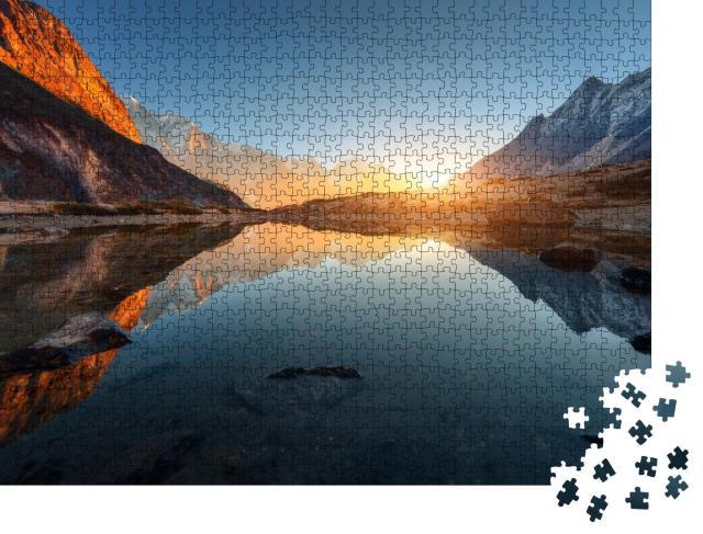 """Puzzle 1000 Teile """" Landschaft mit hohen Felsen mit beleuchteten Gipfeln, Himalaya"""""""