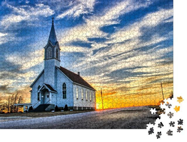 """Puzzle 1000 Teile """"Hölzerne Kirche in der Abenddämmerung in Kansas """""""