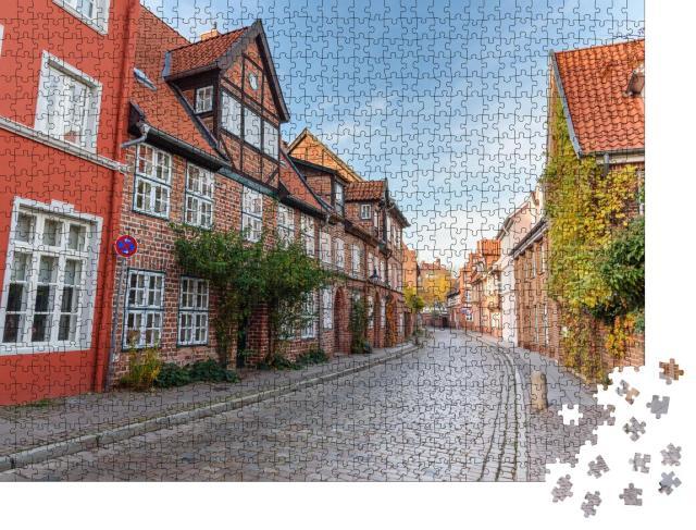 """Puzzle 1000 Teile """"Straße mit mittelalterlichen alten Backsteinbauten, Lüneburg, Deutschland"""""""