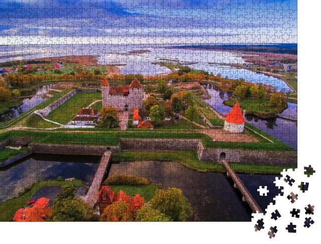 """Puzzle 1000 Teile """"Luftaufnahme der Stadt Saaremaa mit der Burg in der Mitte"""""""
