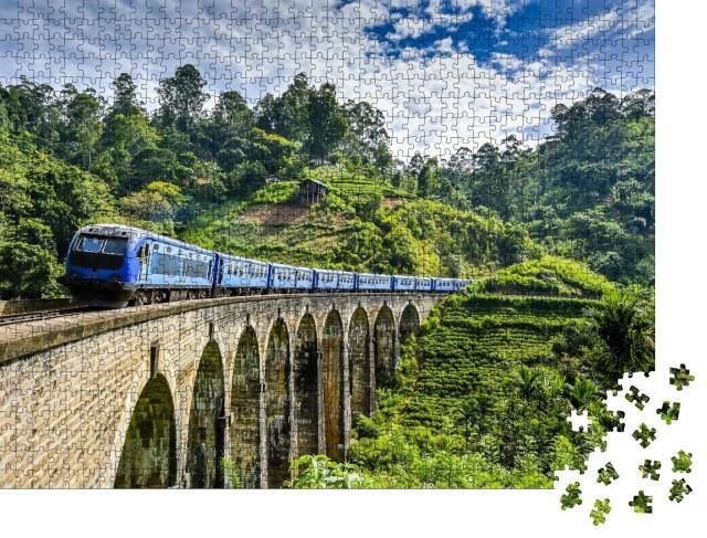 """Puzzle 1000 Teile """"Eisenbahnbrücke auf grüner Berglandschaft"""""""