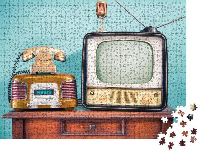 """Puzzle 1000 Teile """"Retro TV-Gerät und Radio aus den 60er Jahren"""""""
