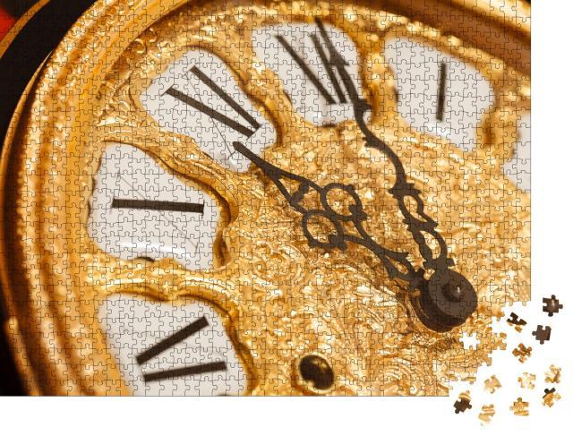 """Puzzle 1000 Teile """"Goldene Uhr mit römischem Ziffernblatt, Uhr in Nahaufnahme """""""