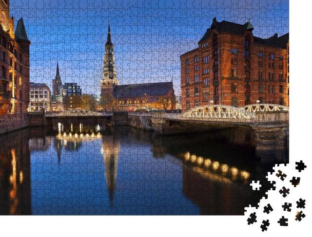 """Puzzle 1000 Teile """"Hamburg: Speicherstadt in der blauen Stunde"""""""