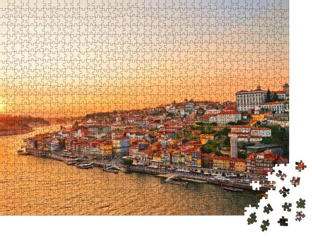 """Puzzle 1000 Teile """"Wunderschöner Sonnenuntergang über dem Stadtzentrum von Porto"""""""