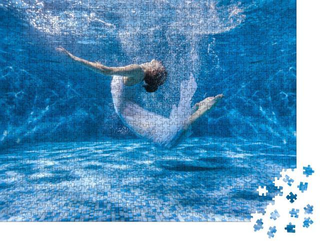"""Puzzle 1000 Teile """"Kunstfotografie: Tanzende Frau unter Wasser"""""""