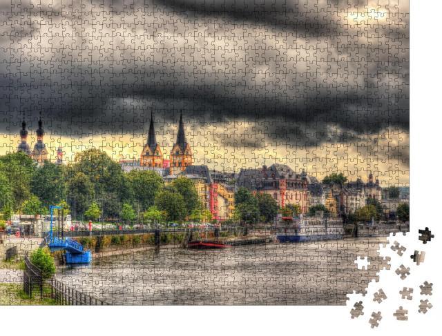"""Puzzle 1000 Teile """"Koblenzer Deich unter dunklen Regenwolken"""""""