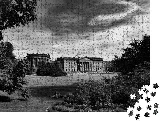 """Puzzle 1000 Teile """"Bergpark in Kassel, schwarz-weiß"""""""