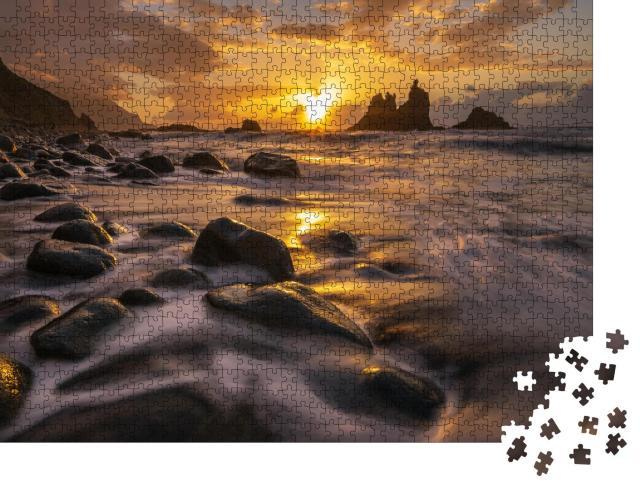 """Puzzle 1000 Teile """"Glühender Sonnenuntergang an der Küste von Teneriffa"""""""