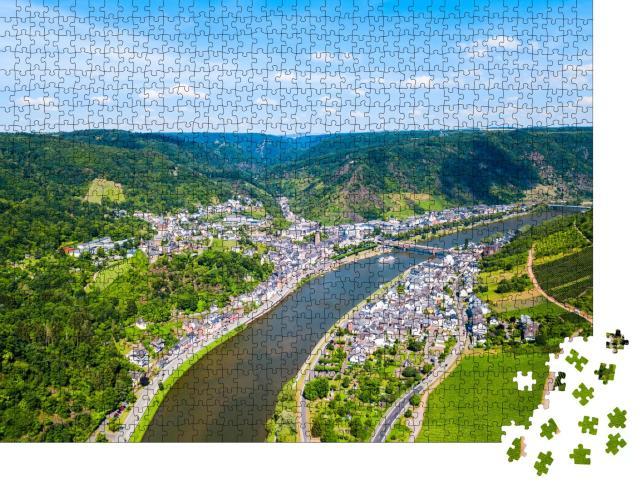 """Puzzle 1000 Teile """"Malerische Stadt Cochem im Moseltal, Deutschland"""""""