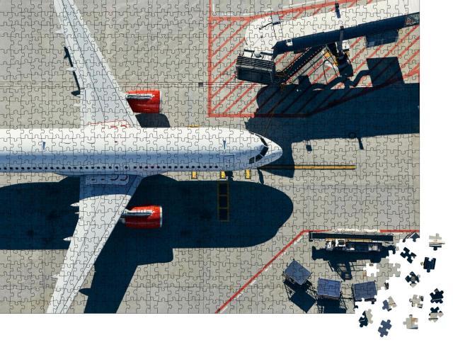"""Puzzle 1000 Teile """"Blick aus der Vogelperspektive: Flugzeug am Gate des Terminals"""""""