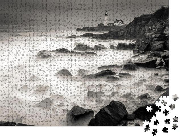 """Puzzle 1000 Teile """"Die felsige Küste von Maine, schwarz-weiß"""""""
