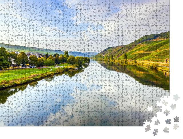 """Puzzle 1000 Teile """"Weinberge an den Hügeln des romantischen Moselufers"""""""