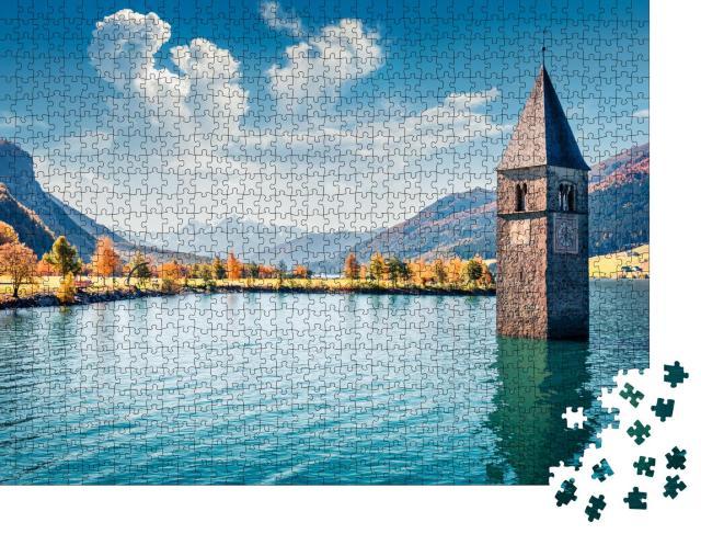 """Puzzle 1000 Teile """"Malerische Herbst Ansicht von Turm der versunkenen Kirche in Resia, Südtirol"""""""