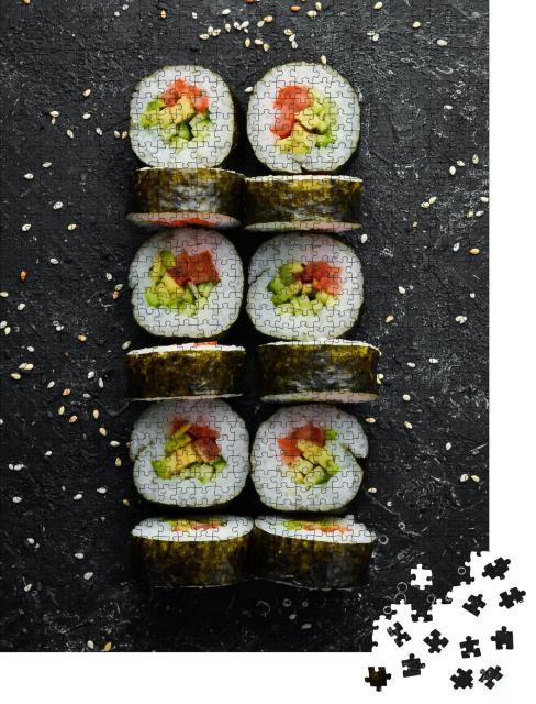 """Puzzle 1000 Teile """"Hausgemachtes vegetarisches Sushi mit Avocado und Tomaten"""""""