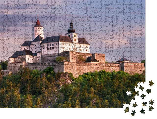 """Puzzle 1000 Teile """"Sonnenaufgang über Burg Forchtenstein im Burgenland, Österreich"""""""