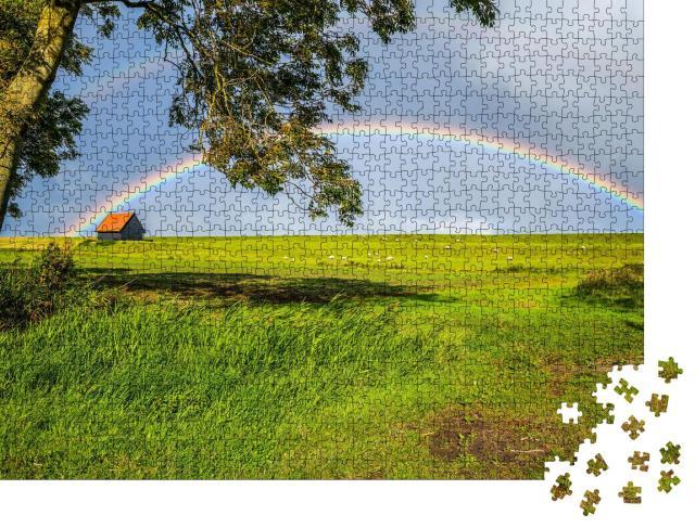 """Puzzle 1000 Teile """"Regenbogen über einer hügeligen Weide"""""""