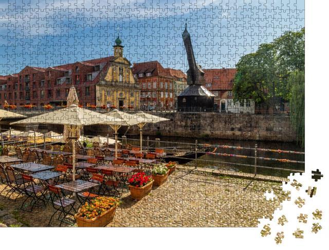 """Puzzle 1000 Teile """"Alter Kran in Lüneburg, Deutschland"""""""