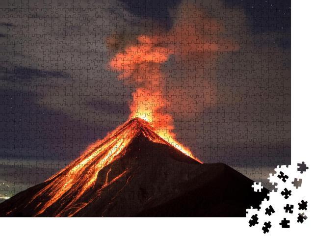 """Puzzle 1000 Teile """"Lava, die Vulkan Fuego in Antigua, Guatemala, nach einem Ausbruch hinunterfließt"""""""