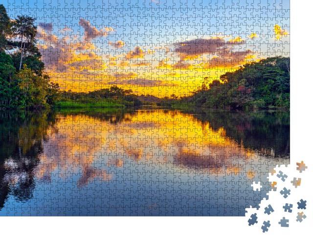 """Puzzle 1000 Teile """"Magischer Sonnenuntergang: Farbenspiel im Regenwals des Amazonas"""""""