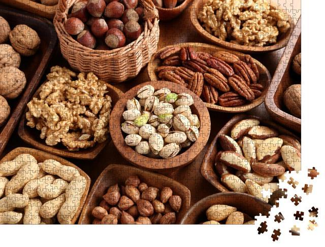 """Puzzle 1000 Teile """"Superfoods: Verschiedene Sorten von Nüssen in Holzschalen"""""""