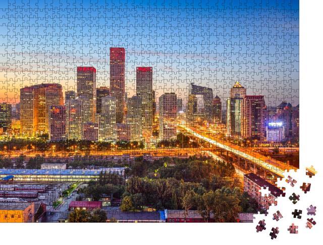 """Puzzle 1000 Teile """"Beeindruckende Skyline von Peking, China, bei Sonnenuntergang, Lichter der Stadt"""""""