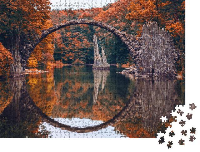 """Puzzle 1000 Teile """"Rakotzbrücke im Herbst: Panorama aus Kromlau, Sachsen, Deutschland"""""""