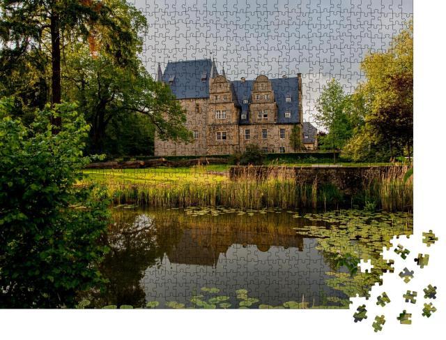 """Puzzle 1000 Teile """"Schelenburg im Landkreis Osnabrück umgeben von idyllischem Park"""""""