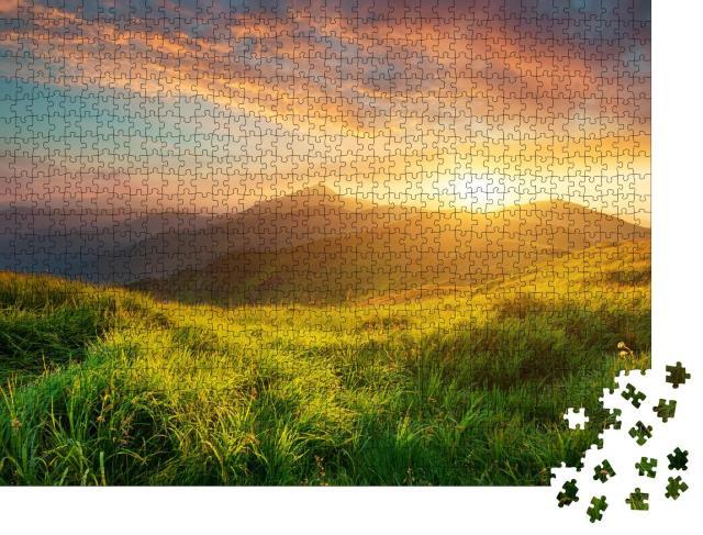 """Puzzle 1000 Teile """"Bergtal im stimmungsvollen Sonnenaufgang"""""""