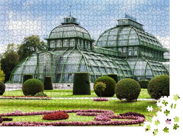 """Puzzle 1000 Teile """"Das Palmenhaus, Gewächshaus im Garten von Schloss Schönbrunn, Wien"""""""