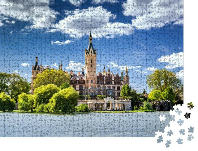 """Puzzle 1000 Teile """"Das Schweriner Schloss, umgeben von Seen und Wäldern"""""""