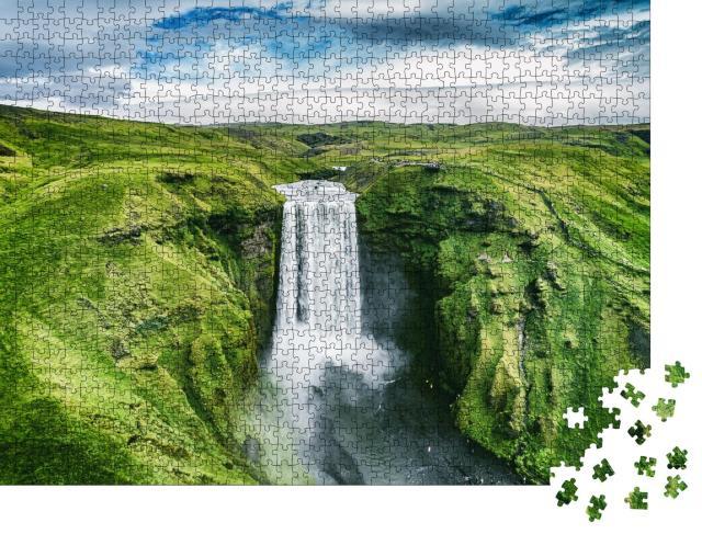 """Puzzle 1000 Teile """"Island: Wasserfall Skogafoss inmitten der Natur"""""""