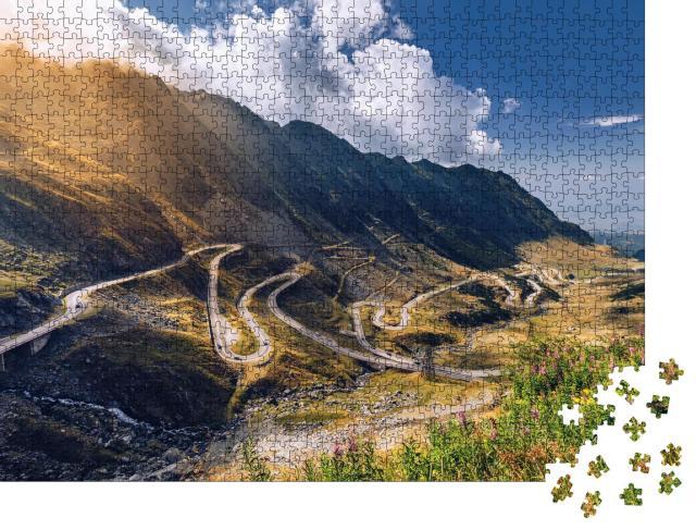 """Puzzle 1000 Teile """"Transfagarasan-Pass bei Sommerlicht: Bergstraße, Rumänien"""""""