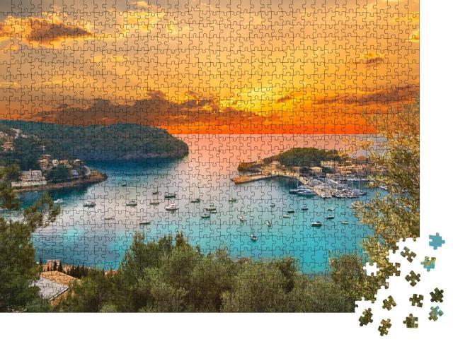 """Puzzle 1000 Teile """"Blick auf den berühmten Hafen von Soller, Sonnenuntergang auf Mallorca"""""""