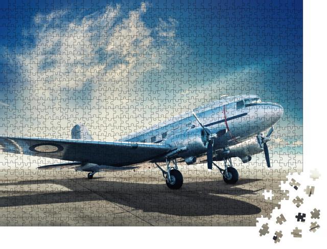 """Puzzle 1000 Teile """"Historisches Flugzeug auf einem Flugplatz"""""""