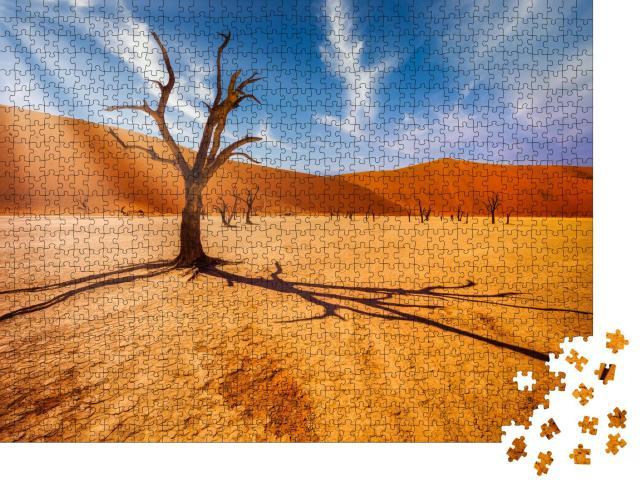 """Puzzle 1000 Teile """"Baum in der Wüste vor den Dünen eines toten Tals in der Namib-Wüste, Südafrika"""""""