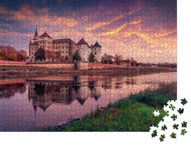 """Puzzle 1000 Teile """"Altes Schloss Hartenfels am Ufer der Elbe, Torgau, Sachsen"""""""