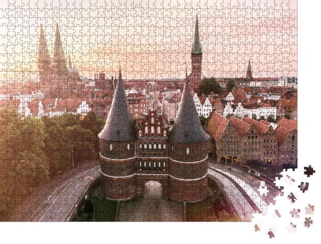 """Puzzle 1000 Teile """"Holstentor der Hansestadt Lübeck bei Sonnenaufgang"""""""