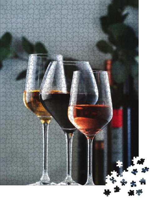 """Puzzle 1000 Teile """"Sortiment von Weinen: Rot-, Weiß- und Roséwein in Weingläsern und Flaschen"""""""