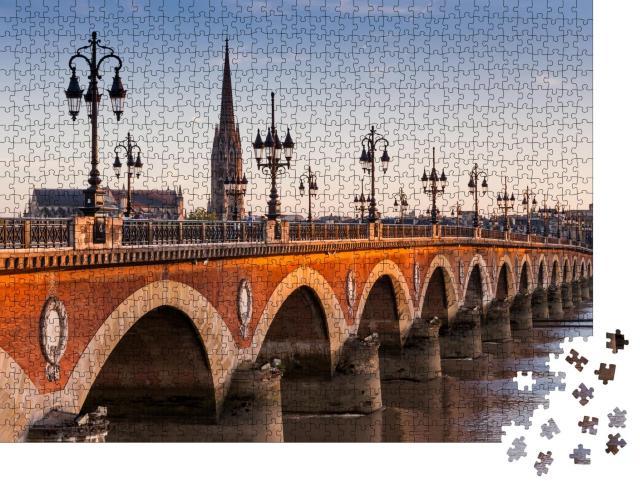 """Puzzle 1000 Teile """"Blick auf die Pont de pierre bei Sonnenuntergang, Bordeaux, Frankreich"""""""