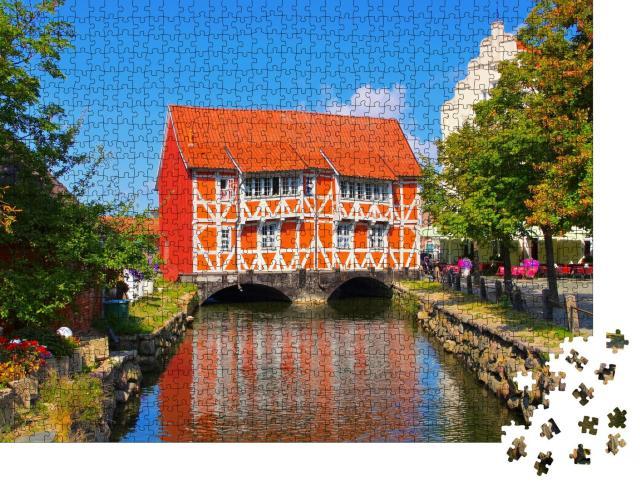 """Puzzle 1000 Teile """"die Altstadt von Wismar in Norddeutschland, das rote Haus"""""""