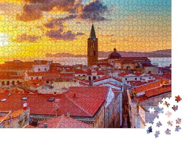 """Puzzle 1000 Teile """"Ein Sonnenuntergang über Alghero Stadt, Sardinien"""""""
