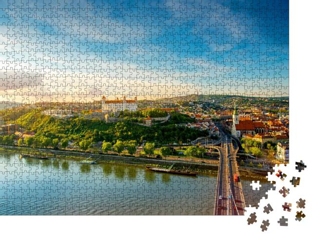 """Puzzle 1000 Teile """"Blick auf die Altstadt von Bratislava in der Slowakei"""""""