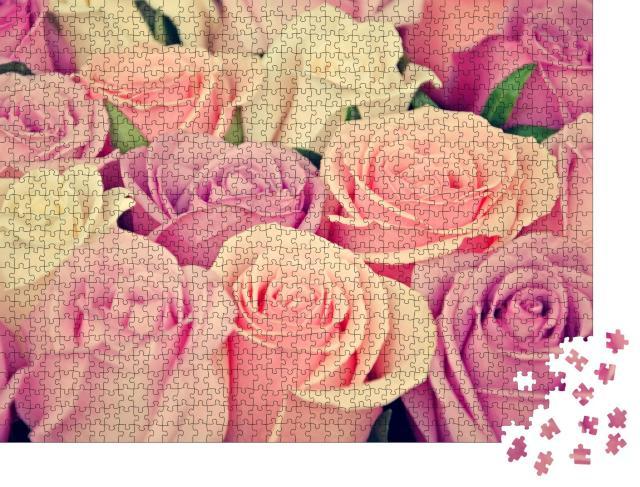 """Puzzle 1000 Teile """"Zarte rosa und weiße Rosenblüten"""""""